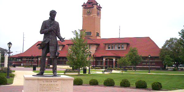 Springfield Statue of Lincoln and Train Station