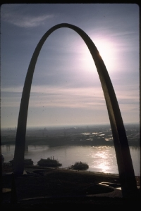 Night view of the St. Louis Arch